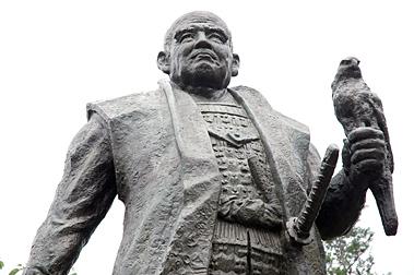 O xogum Tokugawa Ieyasu. Estátua em Shizuoka.