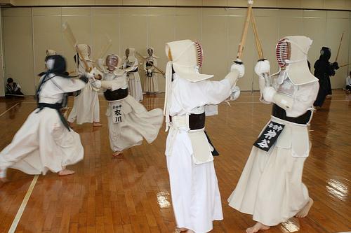A armadura branca é muito usada pelas mulheres.