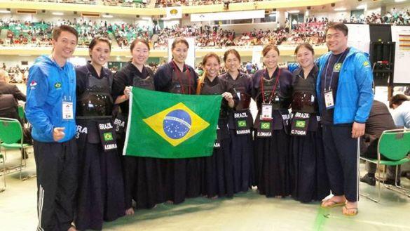 Equipe Feminina de Kendo (foto: R. Omasa)